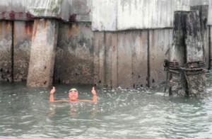 Laura Lopez tras llegar nadando a Alcatraz
